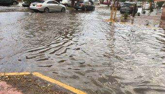 vehiculo queda atrapado persona interior lluvias slp