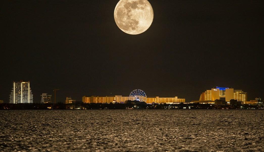 Usuarios en redes presumen fotos de la impresionante luna for Hoy hay cambio de luna
