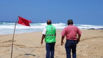 Se intensifica oleaje en Oaxaca por mar de fondo
