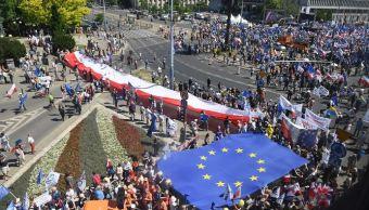 Miles de personas protestan en Polonia contra el gobierno conservador PiS