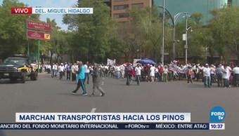 Marchan transportistas hacia Los Pinos