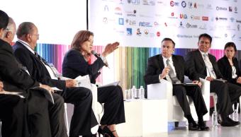 Margarita Zavala propone revisar la reforma educativa y despolitizar la educación