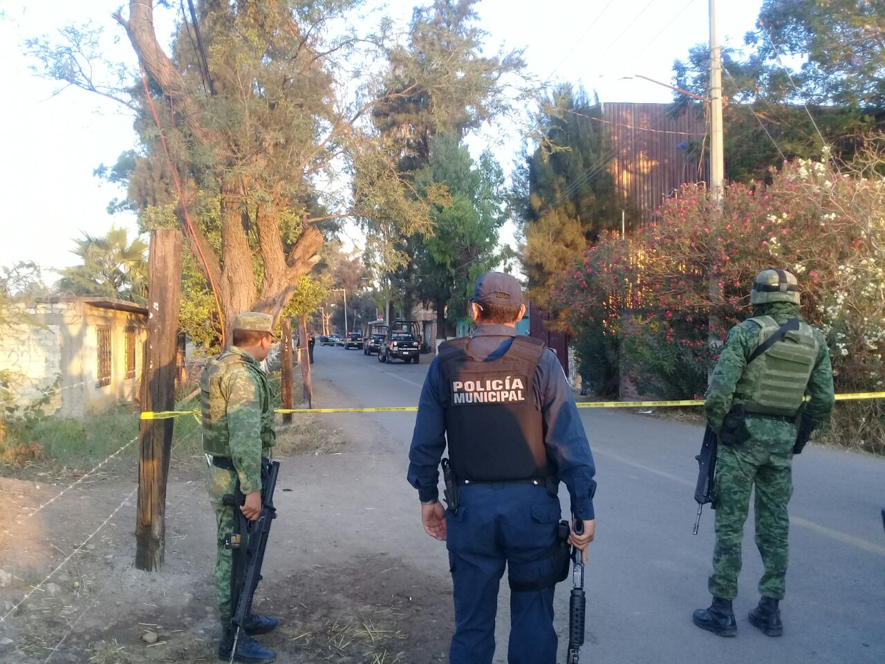 Asesinan a dos policías en ataque armado