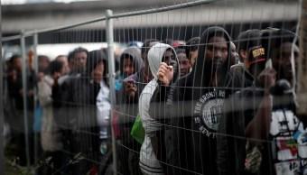 Policía de París desaloja campamento con 1, 500 migrantes
