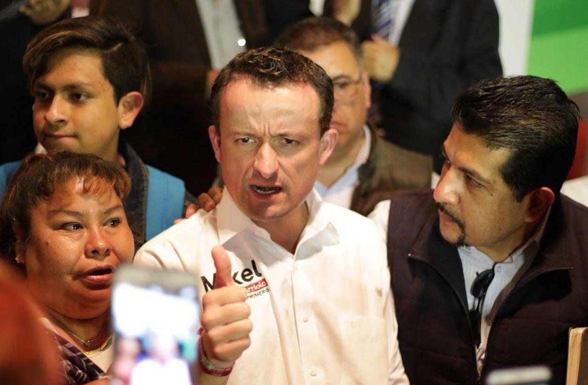 Promete Mikel Arriola mejoras para profesores capitalinos