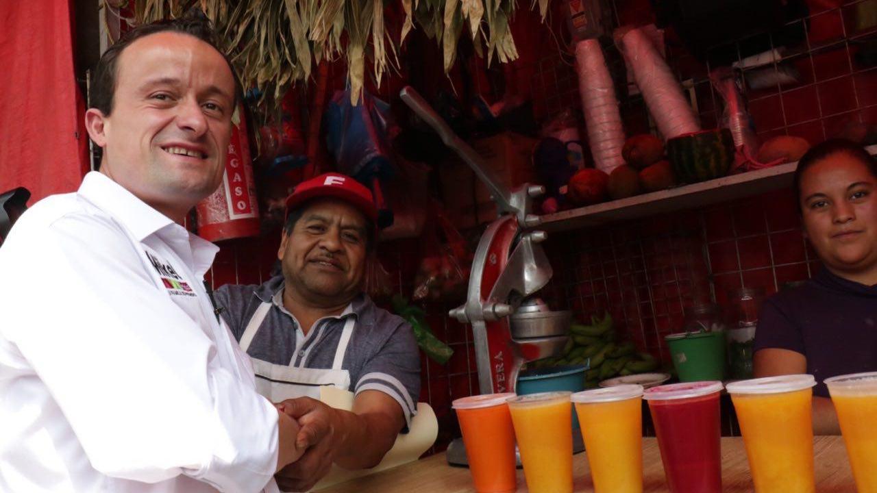 Mikel Arriola recorre mercados del sur de la Ciudad de México