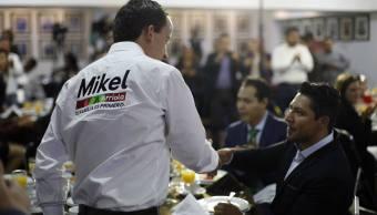 Mikel Arriola se reúne con ingenieros y urbanistas