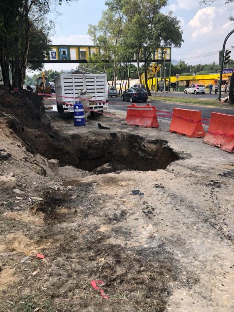 Reparan fuga de agua en Eje Central y López Velarde