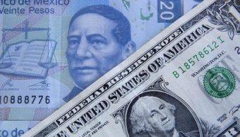 Sigue racha positiva del peso mexicano, el dólar se compra en $17.95