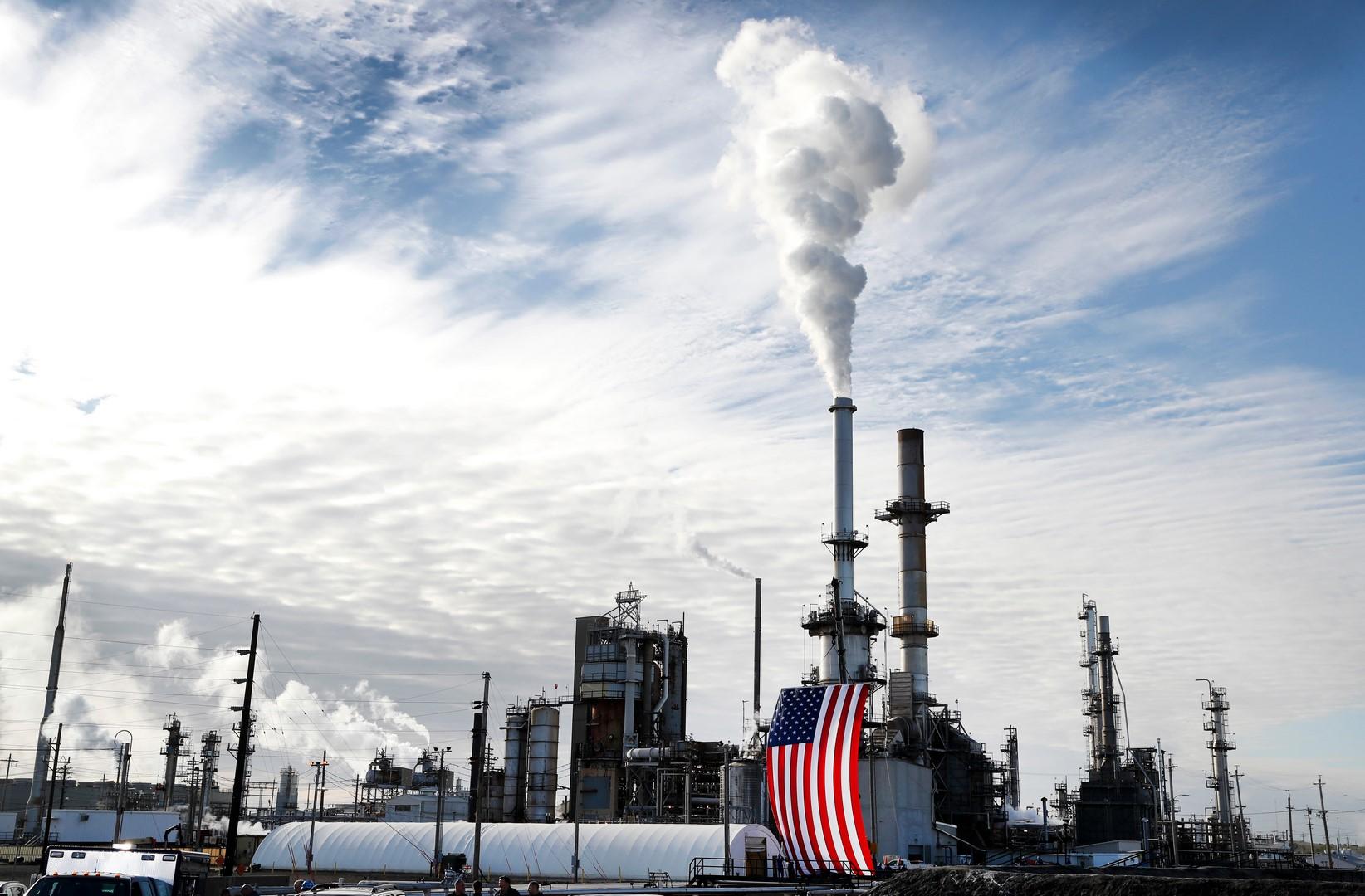 Crudo en máximos de 2014; castigo nuclear