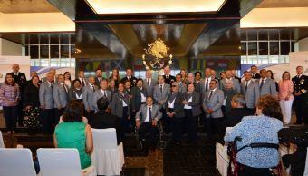 Premian a ganadores concurso literario 'Memorias de El Viejo y la Mar'