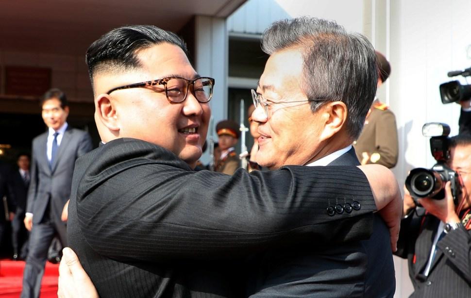 Líderes de las dos Coreas discuten cumbre con Trump