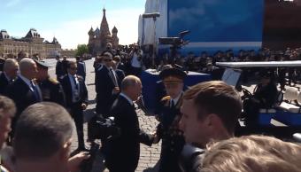 presidente-vladimir-putin-defiende-veterano-de-guerra-durante-desfile-victoria-2018