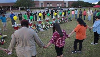 Reanudan clases en escuela del tiroteo en Texas