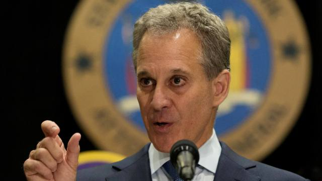 Renuncia fiscal general NY denuncias violencia mujeres
