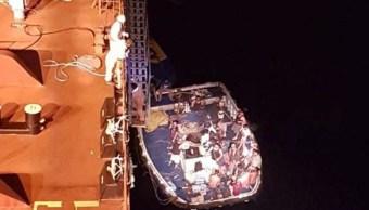 Rescatan tripulación de barco pesquero incendiado en el Golfo de Tehuantepec