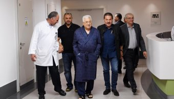 Revelan que presidente palestino Mahmud Abbas tiene neumonía