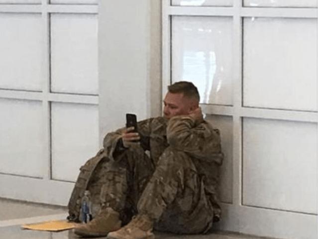 El soldado estadounidense que vio nacer a su hija por FaceTime