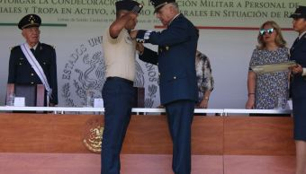 Sedena entrega condecoración a 42 militares