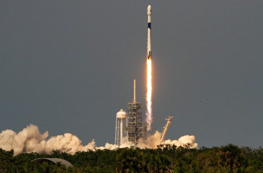 SpaceX lanza su cohete Falcon 9 más potente