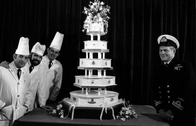Subastarán pedazo de pastel de boda de Lady Di en 1,200 dólares