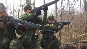 soldados-suecos-durante-practicas-belicas-en-su-base-suecos-se-preparan-para-la-guerra