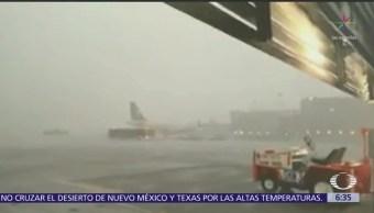 Suspenden operaciones en AICM por filtración de lluvia