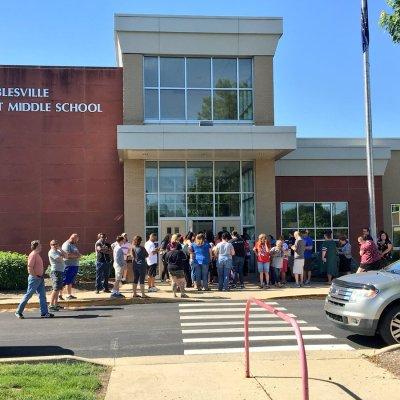 Tiroteo en escuela de Indiana deja 2 heridos graves, capturan al agresor