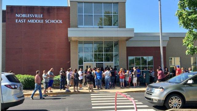 Tiroteo en escuela de Indiana deja 2 heridos graves
