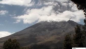 Volcán Popocatépetl lanza fumarola de dos mil metros de altura