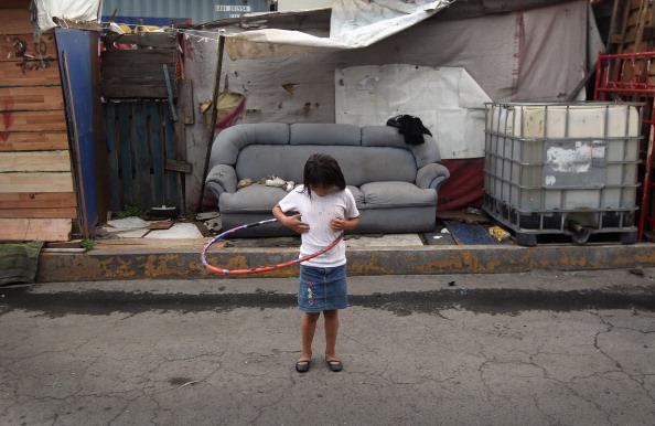 50% mexicanos pobres continuarán así toda su vida, dice OCDE
