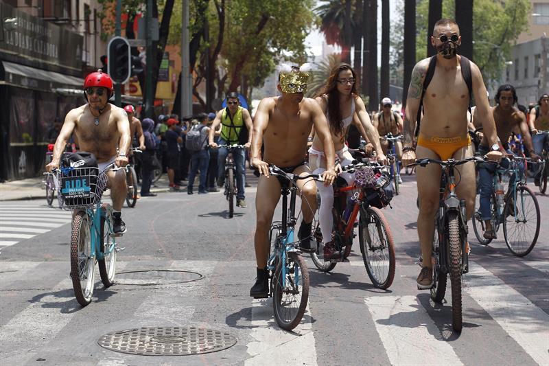 Realizan Rodada Nudista en la Ciudad de México