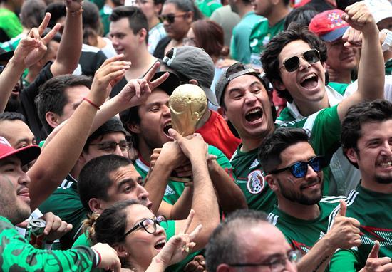 aficionados festejan triunfo zocalo mundial rusia