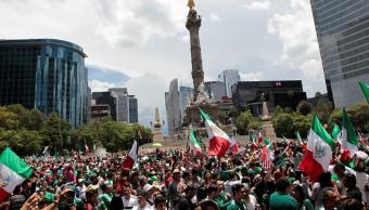 Celebran en el Ángel triunfo de México en Mundial de Rusia