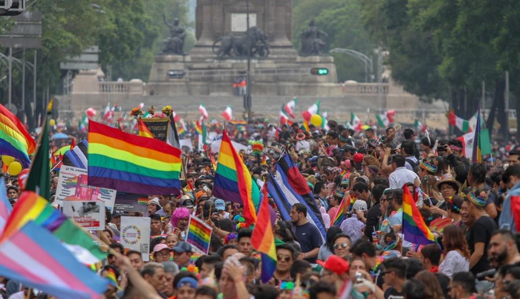 Triunfo de México y marcha del orgullo gay reúne a miles en el Ángel