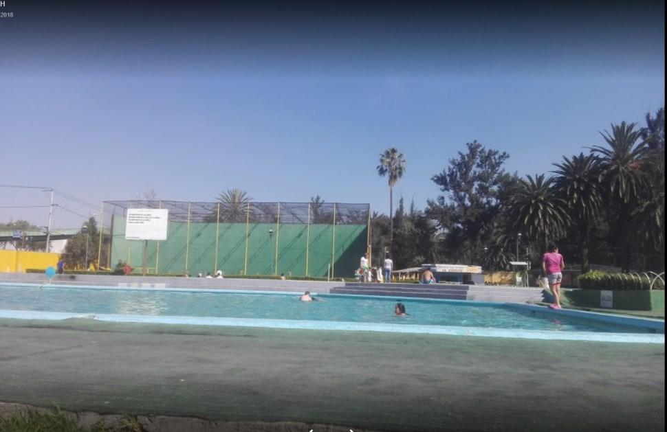 Chilangos se refrescan en balnearios de la CDMX
