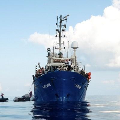 Malta recibirá a 230 inmigrantes a bordo del barco 'Lifeline'