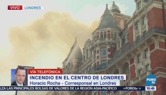 Bomberos de Londres combaten incendio en hotel de lujo