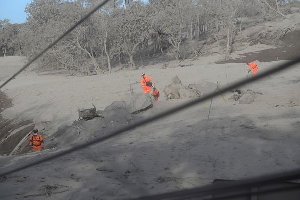 Sigue búsqueda bomberos tras erupción Volcán de Fuego