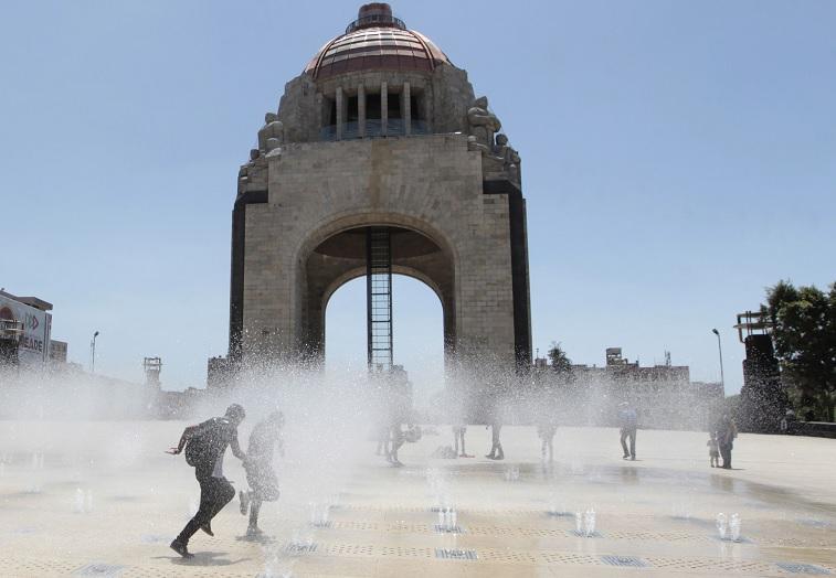 Lluvias y ambiente caluroso se esperan este domingo en CDMX