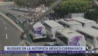 Campesinos bloquean la autopista México-Cuernavaca para exigir apoyo al campo