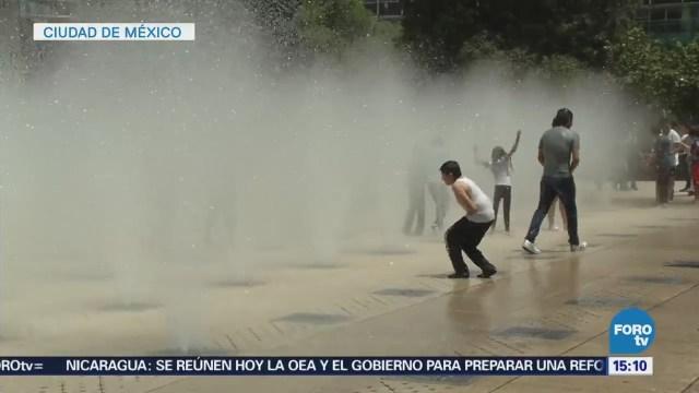 Capitalinos Disfrutan Fuentes Públicas Temporada Calor Cdmx