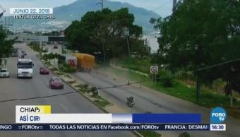 Captan momento que tráiler se queda en frenos en Chiapas
