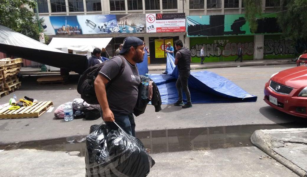 Limpian Bucareli tras retiro de plantón de la CNTE