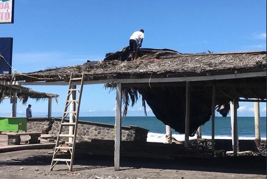 Inicia reconstrucción negocios afectados 'Bud' Colima
