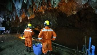 Continúa búsqueda de 12 niños desaparecidos cueva Tailandia