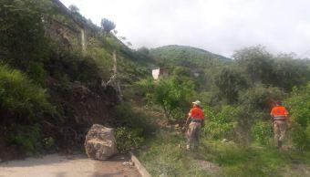 Deslizamiento de tierra bloquea carretera Tlapa-Marquelia