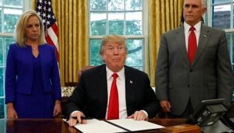 Trump ordena no separar a familias migrantes