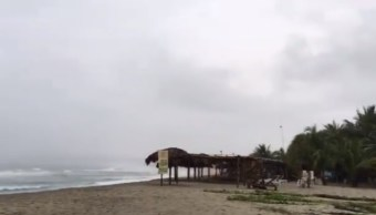 Costas de Oaxaca resienten efectos de tormenta 'Carlotta'