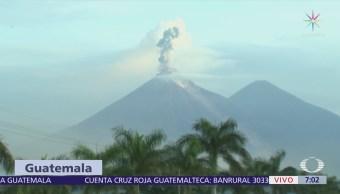 El Volcán de Fuego sigue lanzando material incandescente